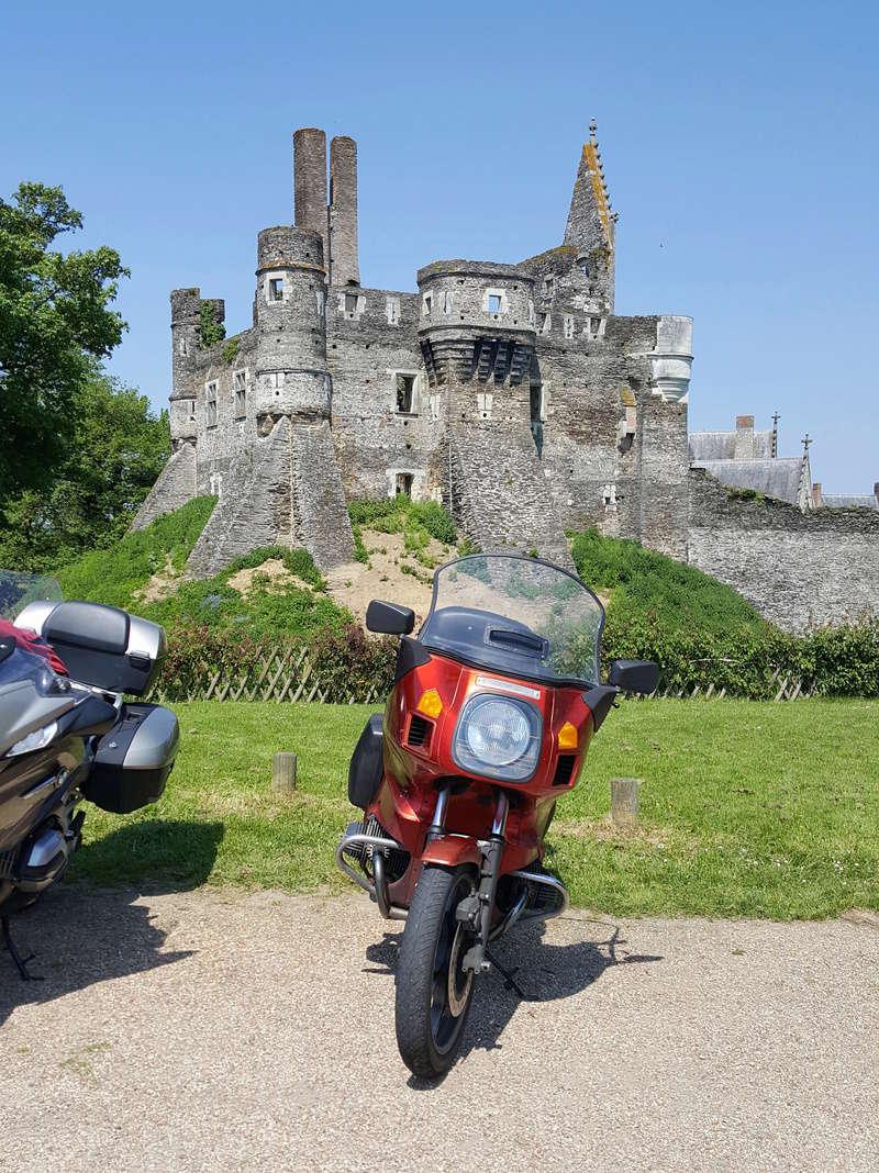 Photos de vous et de votre moto devant ....un château  - Page 15 20180513