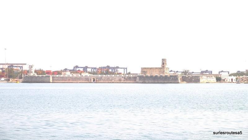 Veracruz .Le 23.04.2018 Passage de notre 45ème frontière. Dscf5417