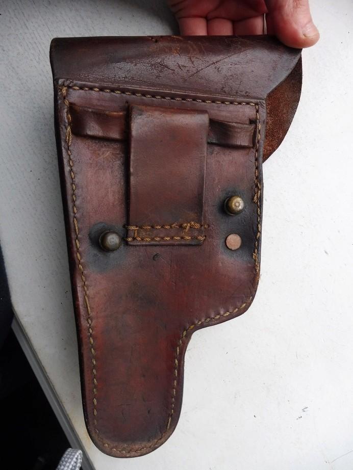 Un bel étui de pistolet à identifier P1040017