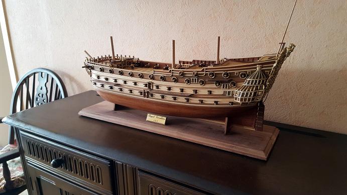 Le HMS Prince 1670 de Constructo au 1/61e de Captain Chris - Page 6 Socle_11
