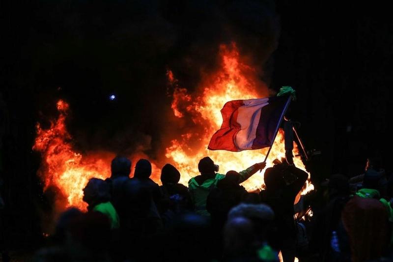 scènes de chaos dans Paris 01 décembre 2018 10010