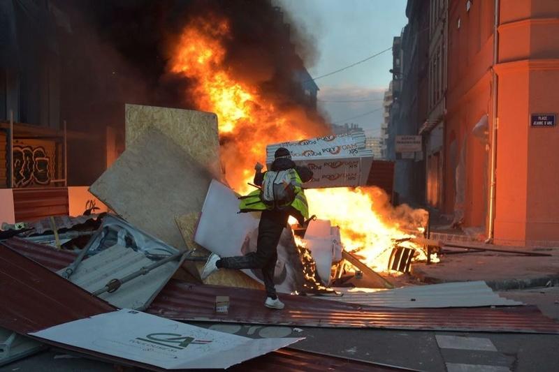 scènes de chaos dans Paris 01 décembre 2018 10310