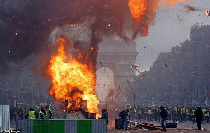 scènes de chaos dans Paris 01 décembre 2018 8010