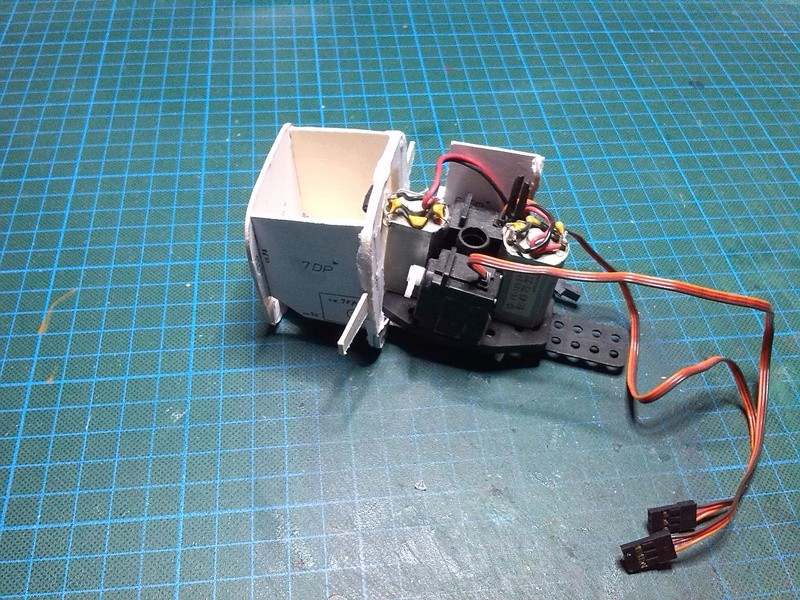 Karton hebt ab, Ka-50 Hobby Model Img_2032