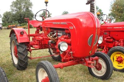 Des tracteurs à la pelle 8d1g8018