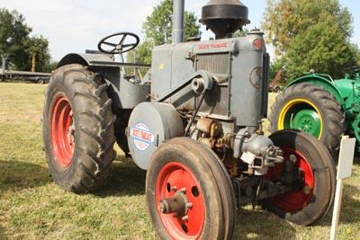 Des tracteurs à la pelle 8d1g8020