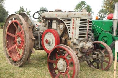 Des tracteurs à la pelle 8d1g8045