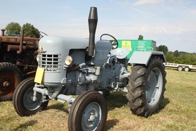 Des tracteurs à la pelle 8d1g8048
