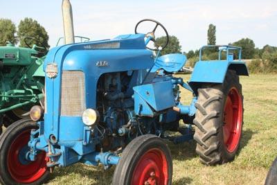 Des tracteurs à la pelle 8d1g8051