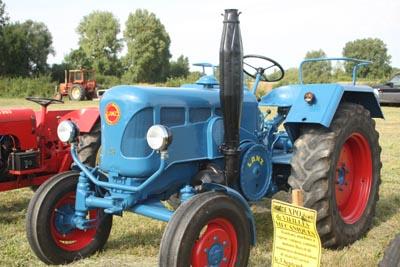 Des tracteurs à la pelle 8d1g8052