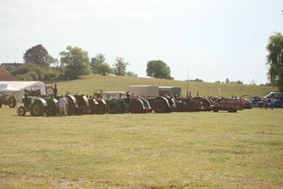 Des tracteurs à la pelle 8d1g8125