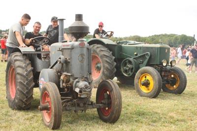 Des tracteurs à la pelle 8d1g8214