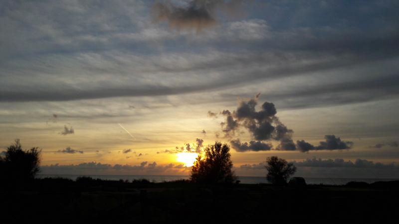I tramonti più belli hanno bisogno di cieli nuvolosi. (Paulo Coelho)   20181215