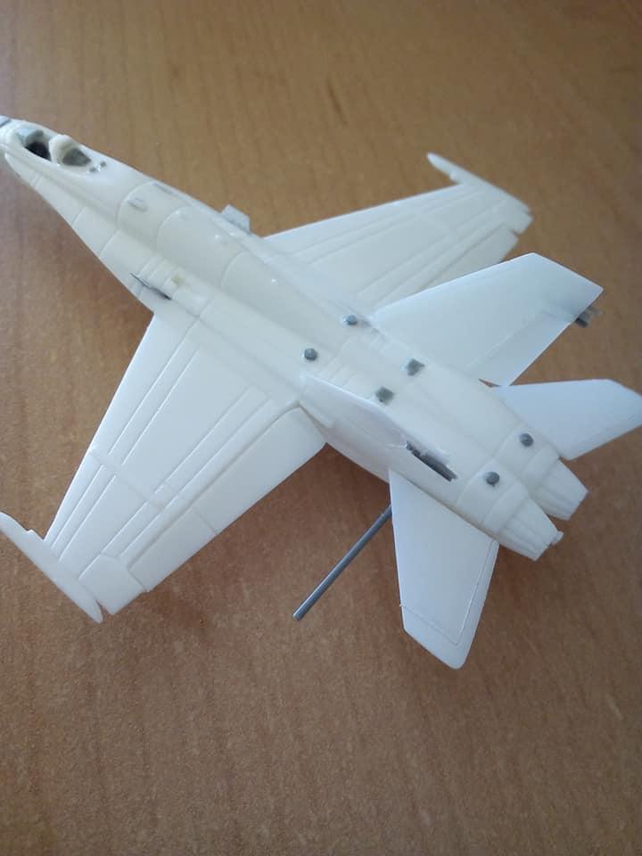 McDONNELL-DOUGLAS F/A 18A HORNET 1/144ème Réf 52312 32105110