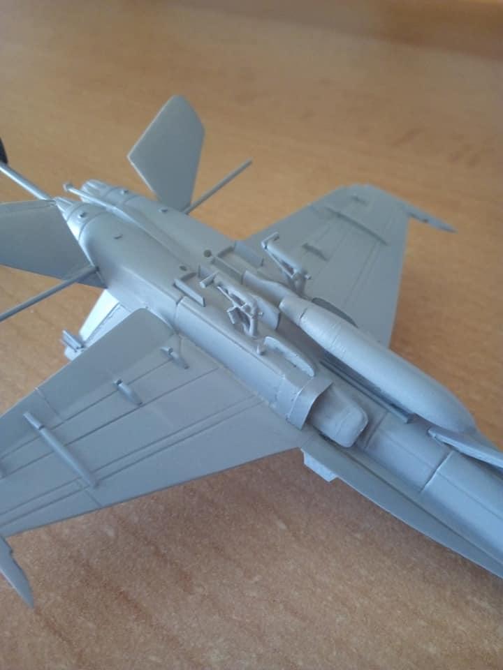 McDONNELL-DOUGLAS F/A 18A HORNET 1/144ème Réf 52312 32116810