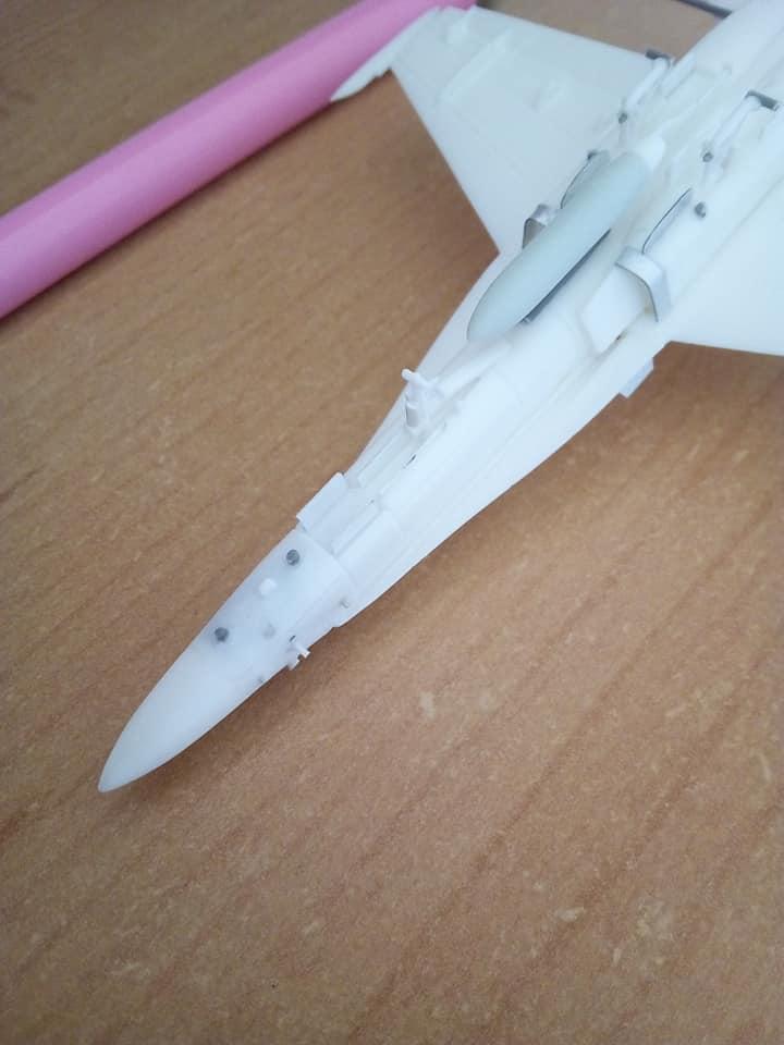 McDONNELL-DOUGLAS F/A 18A HORNET 1/144ème Réf 52312 32130310