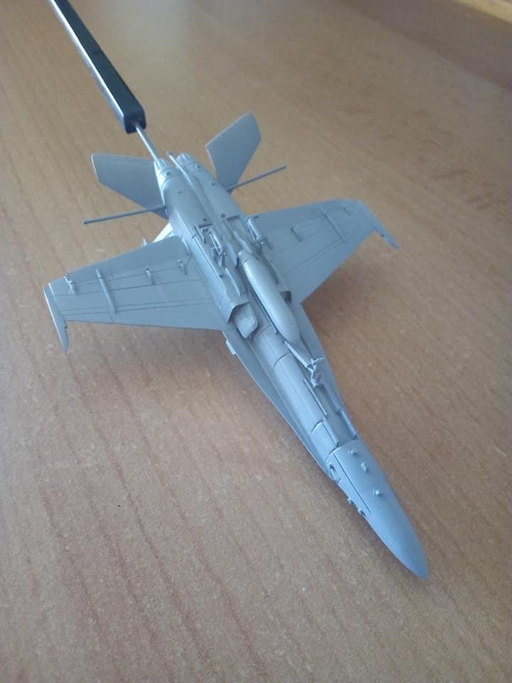 McDONNELL-DOUGLAS F/A 18A HORNET 1/144ème Réf 52312 32159310