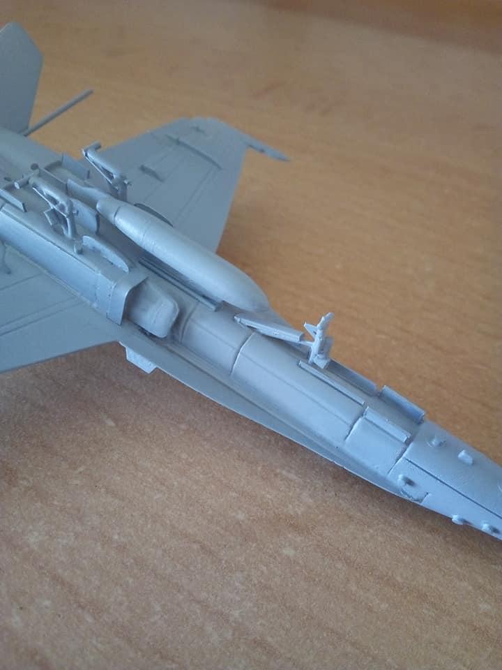 McDONNELL-DOUGLAS F/A 18A HORNET 1/144ème Réf 52312 32191910