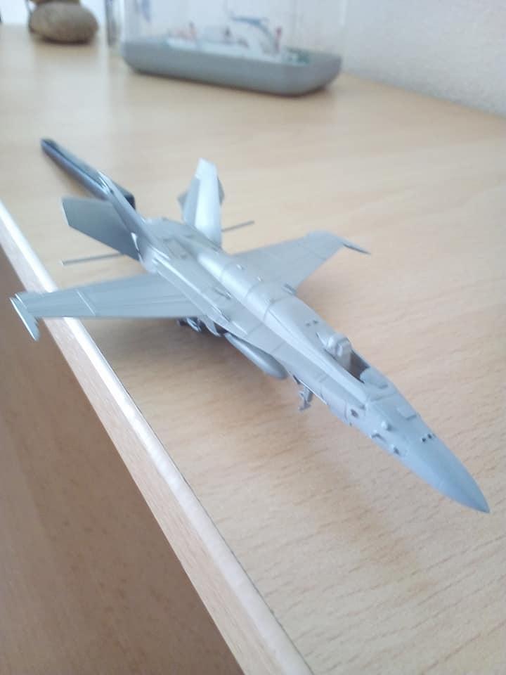 McDONNELL-DOUGLAS F/A 18A HORNET 1/144ème Réf 52312 32202710
