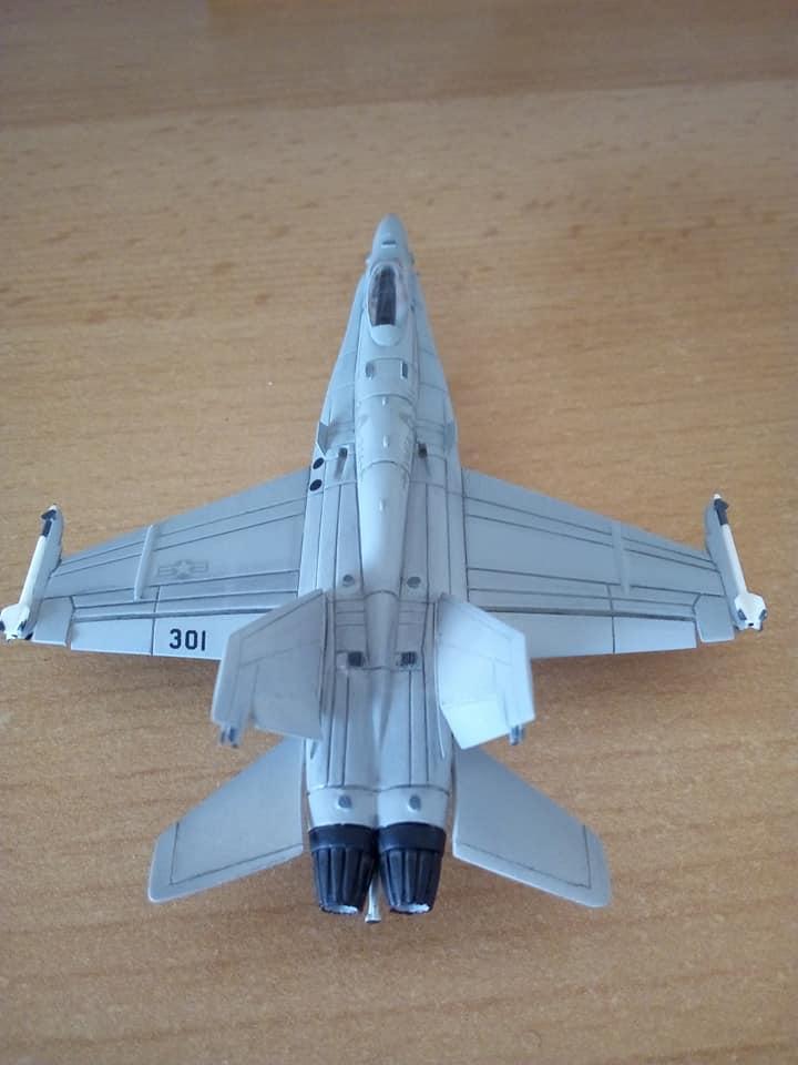 McDONNELL-DOUGLAS F/A 18A HORNET 1/144ème Réf 52312 32231210