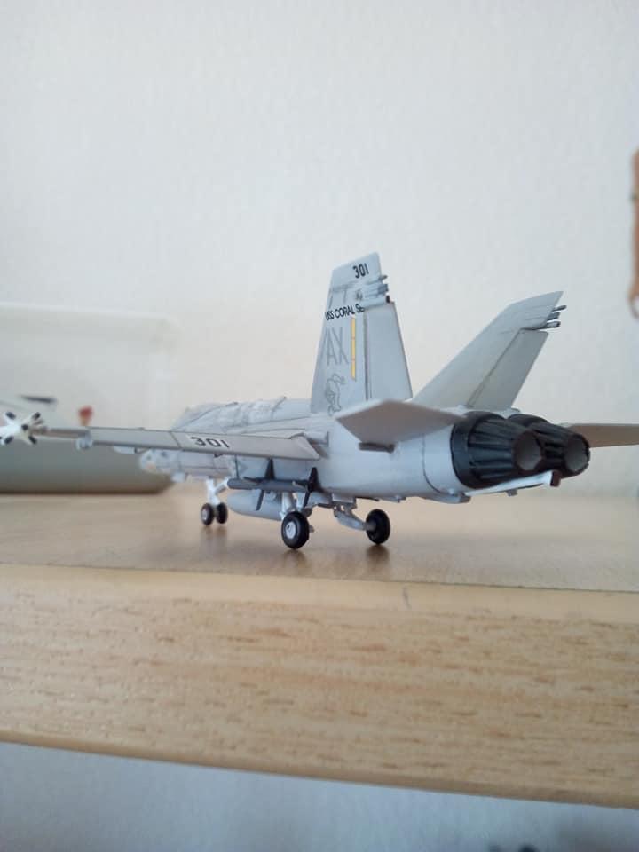 McDONNELL-DOUGLAS F/A 18A HORNET 1/144ème Réf 52312 32260810