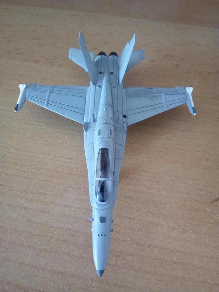 McDONNELL-DOUGLAS F/A 18A HORNET 1/144ème Réf 52312 32266910