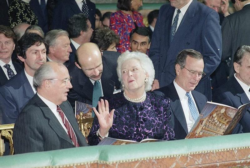 Умерла Барбара Буш Du510