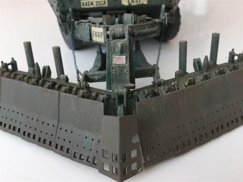Dio Stryker M1132 Mine roller, M1132 Surface Mine trumpeter et M1126 AFV  1/35 - Page 9 2017-017