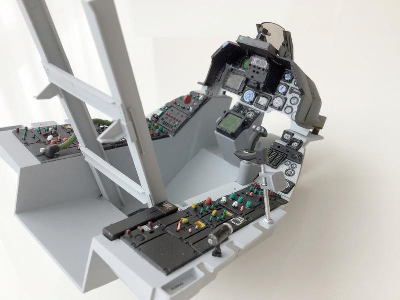 F-16 Cockpit Italeri 1/12 - Page 2 710