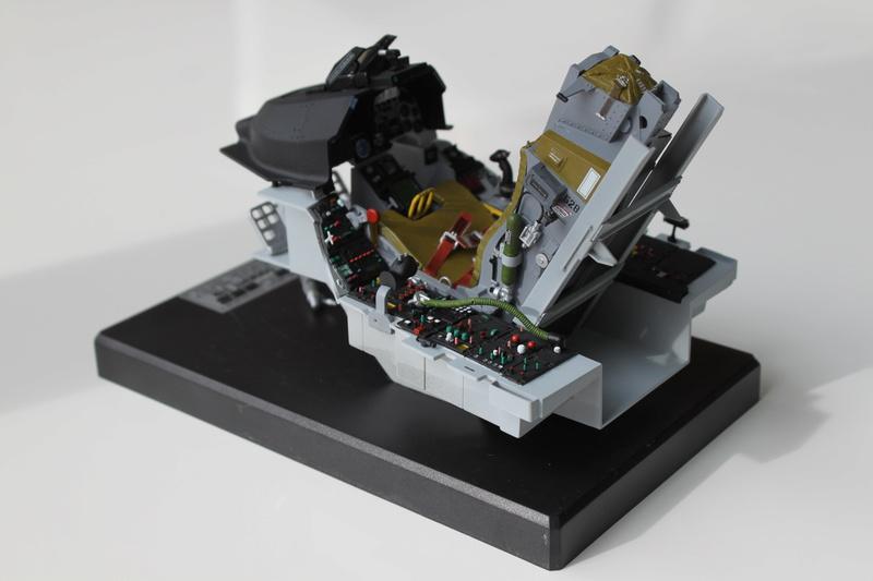 F-16 Cockpit Italeri 1/12 - Page 2 Img_2031