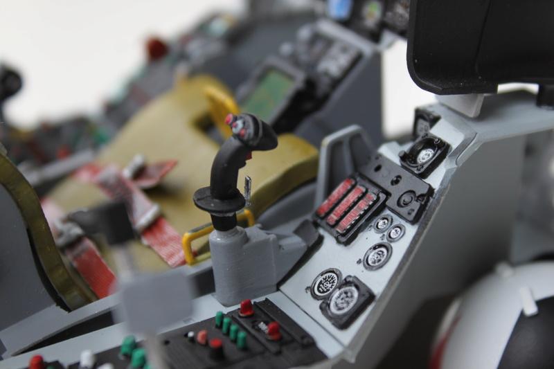 F-16 Cockpit Italeri 1/12 - Page 2 Img_2043