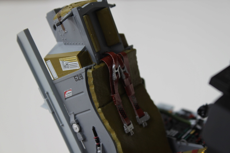 F-16 Cockpit Italeri 1/12 - Page 2 Img_2048
