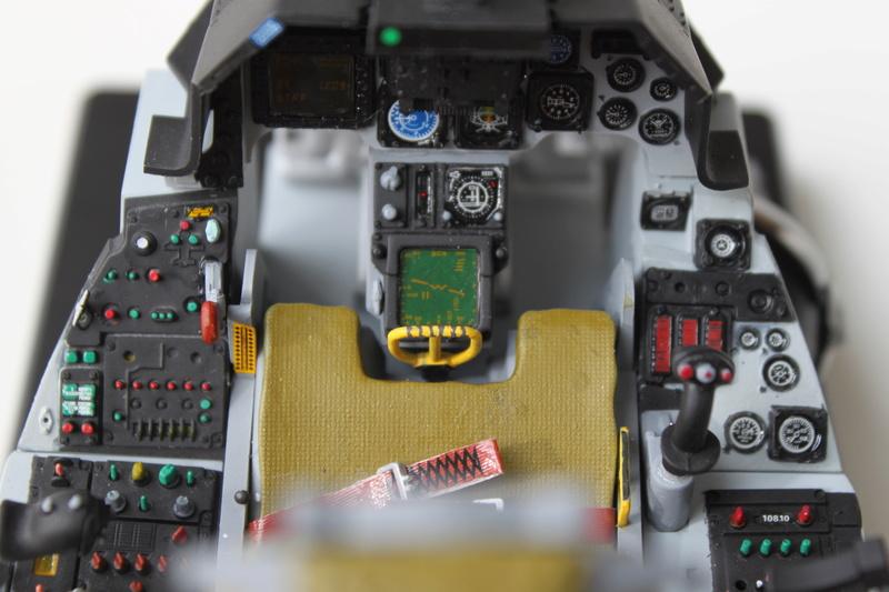 F-16 Cockpit Italeri 1/12 - Page 2 Img_2050