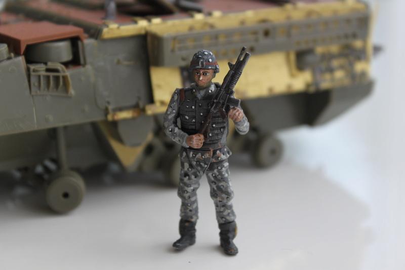 Dio Stryker M1132 Mine roller, M1132 Surface Mine trumpeter et M1126 AFV  1/35 - Page 10 Img_2742