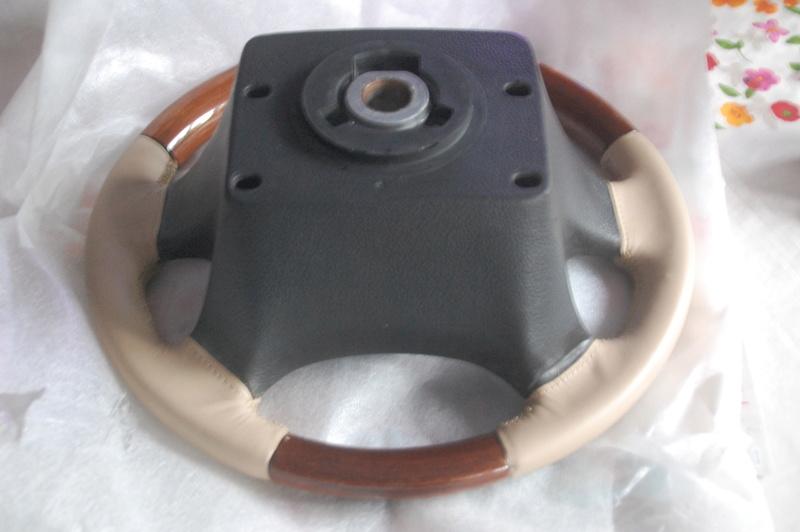 Echange volant bois cuir Ligthstone contre modèle identique avec cuir Granite Dsc_0110