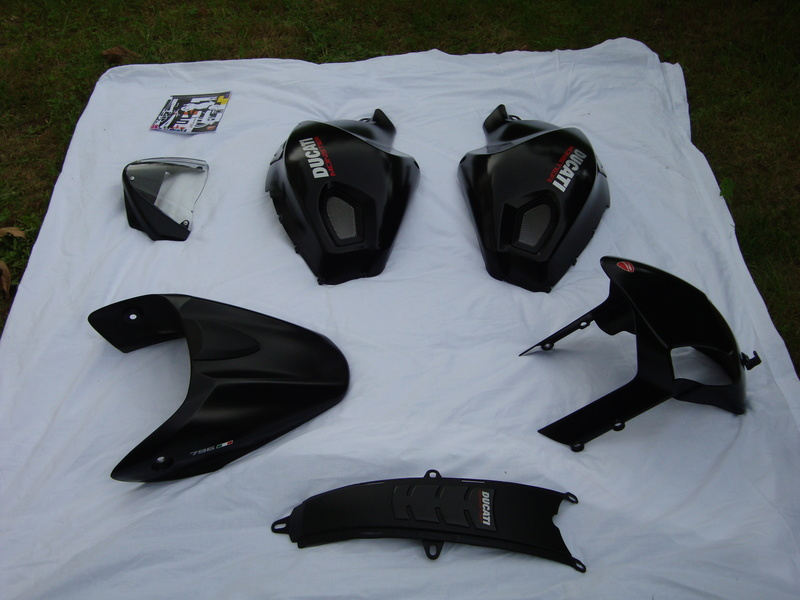 Kit carénages Ducati Monster 696 / 796 /1100  Dsc05610