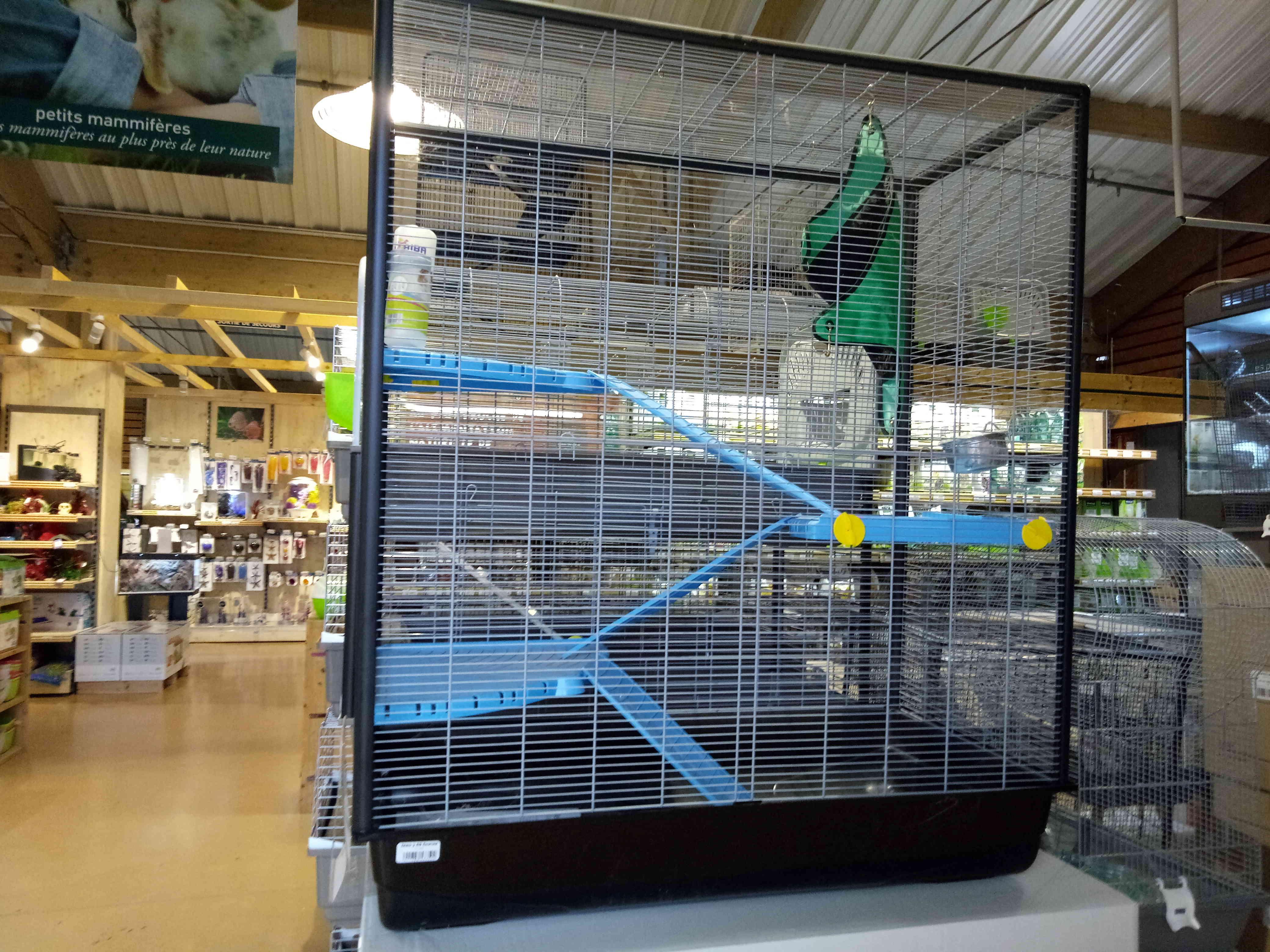 Aménager une cage lapin pour mes rats Ou Choix de cage  - Page 2 Img_2011