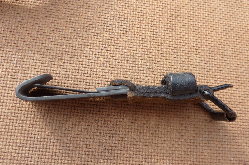 La jugulaire du casque allemand P1140510