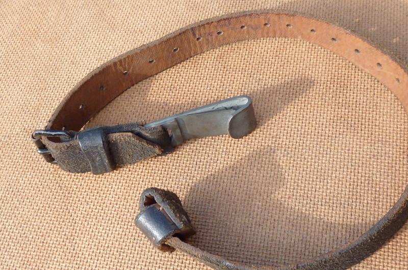 La jugulaire du casque allemand P1140517