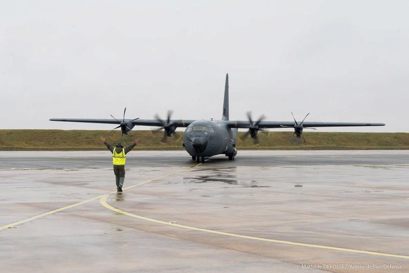 un petit nouveau pour l'armée de l'air 25587910