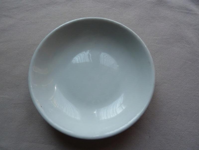 Petite assiette creuse P1290930