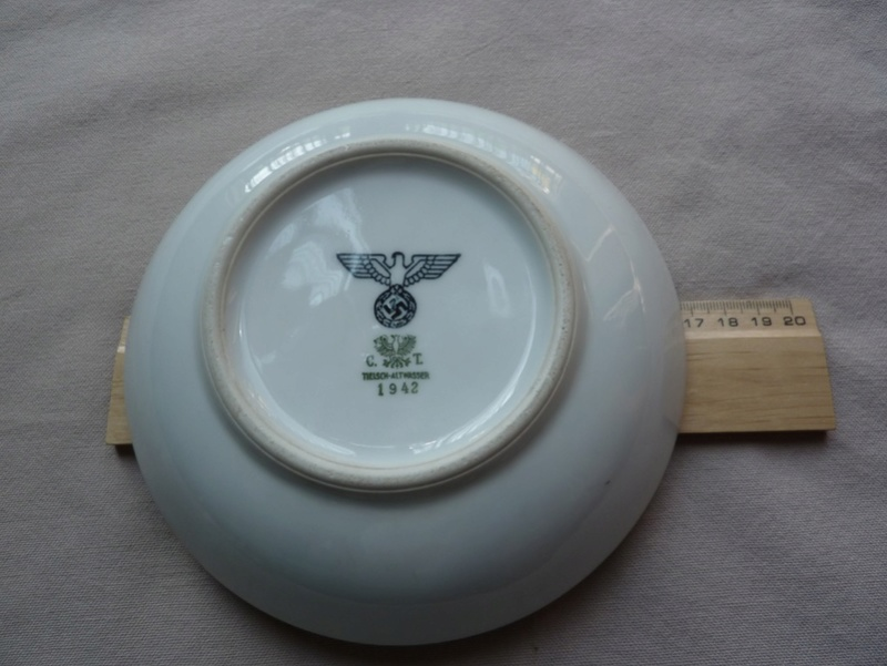 Petite assiette creuse P1290933