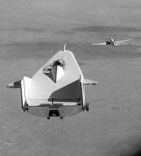 Avions 1950's, futuristes et vaisseaux spaciaux - Vintage Spaceships, Starships and futuristic planes.  - Page 2 280px-10