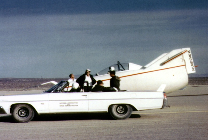 Avions 1950's, futuristes et vaisseaux spaciaux - Vintage Spaceships, Starships and futuristic planes.  - Page 2 32868610