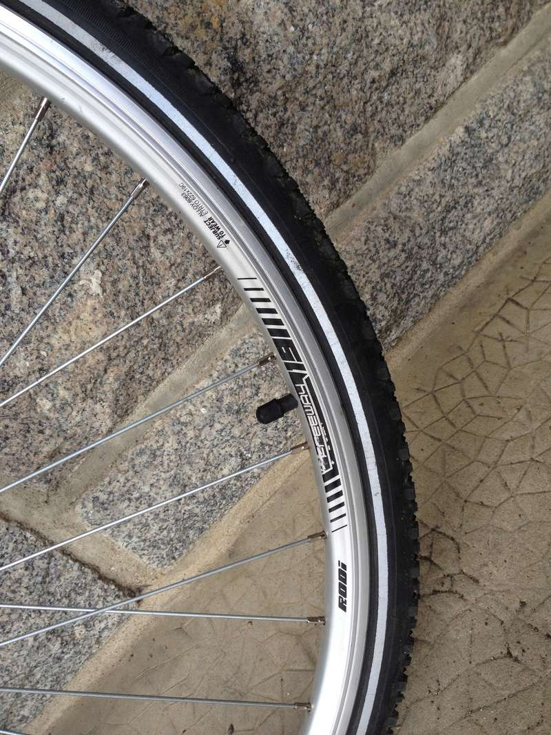 J'ai une paire de roues que je voudrais monter sur un vélo polyvalent. Besoin de conseils. Img_0310