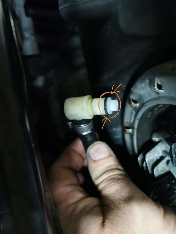 Fuite d'essence sur K12S Img_2011