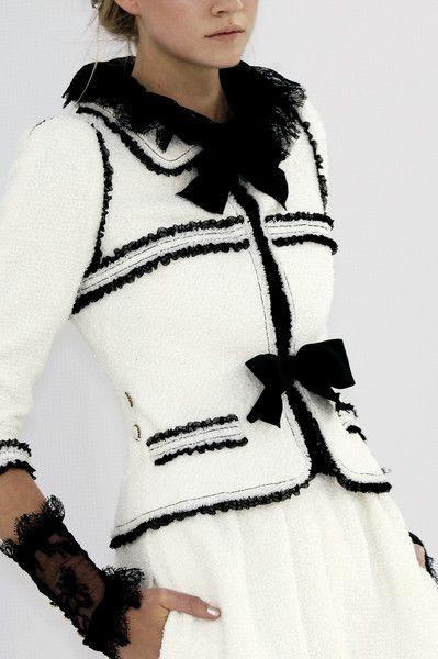 Brittany en tenue de style Chanel 00_mod10
