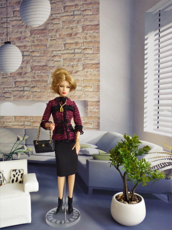 Brittany en tenue de style Chanel 01_bri10