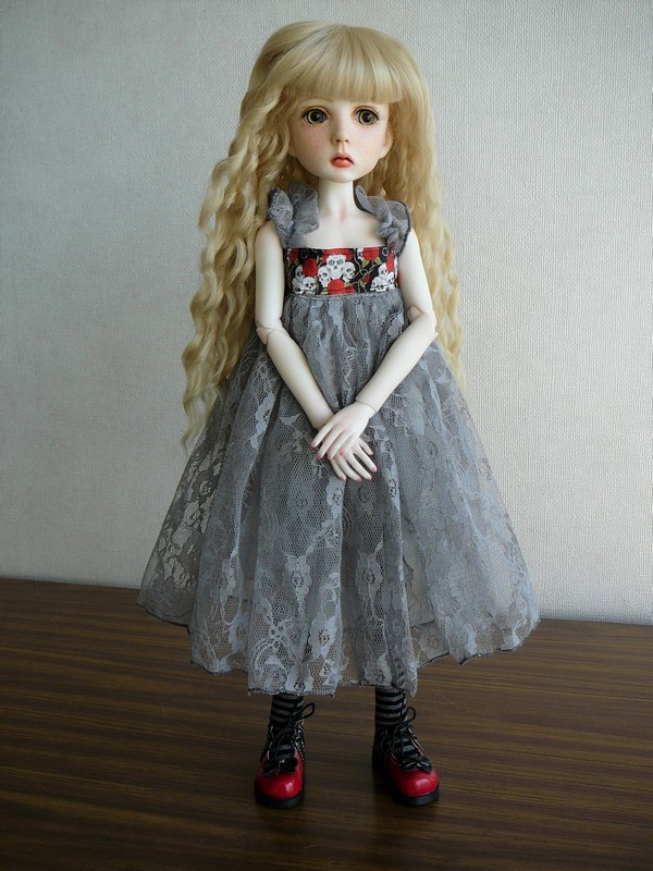 Mari, petite fille triste (Dollstown) 01_min11