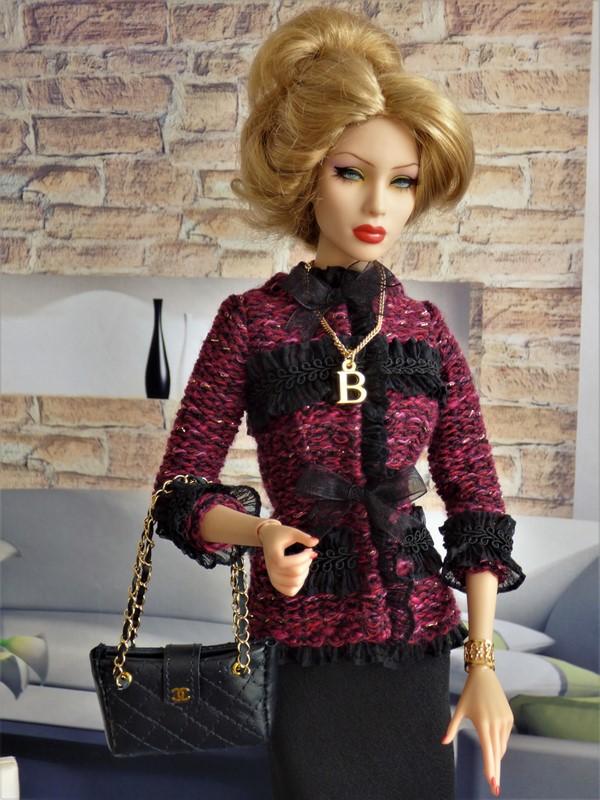 Brittany en tenue de style Chanel 04_bri10